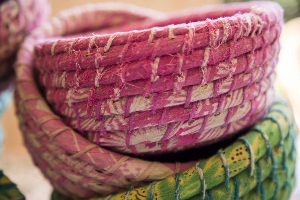 Detalle de Set cestas de Kaisha grass y sari reciclado